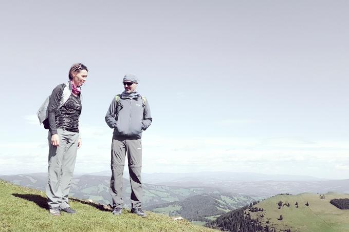 Paar beim Bergsteigen; couple on the mountain