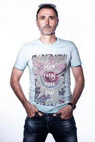 high key, men portrait, blue shirt, white background, sun glasses