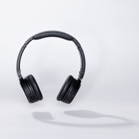 headphones serenty floating front view with shadow